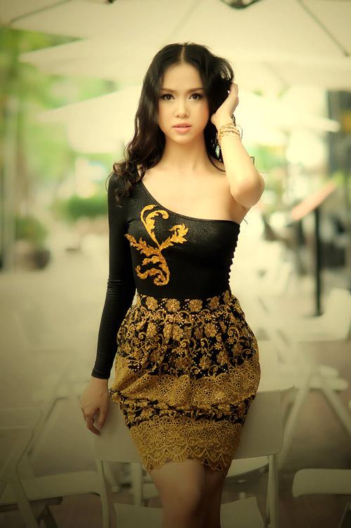 Ngọc Anh khoe khéo vai trần hờ hững - 6