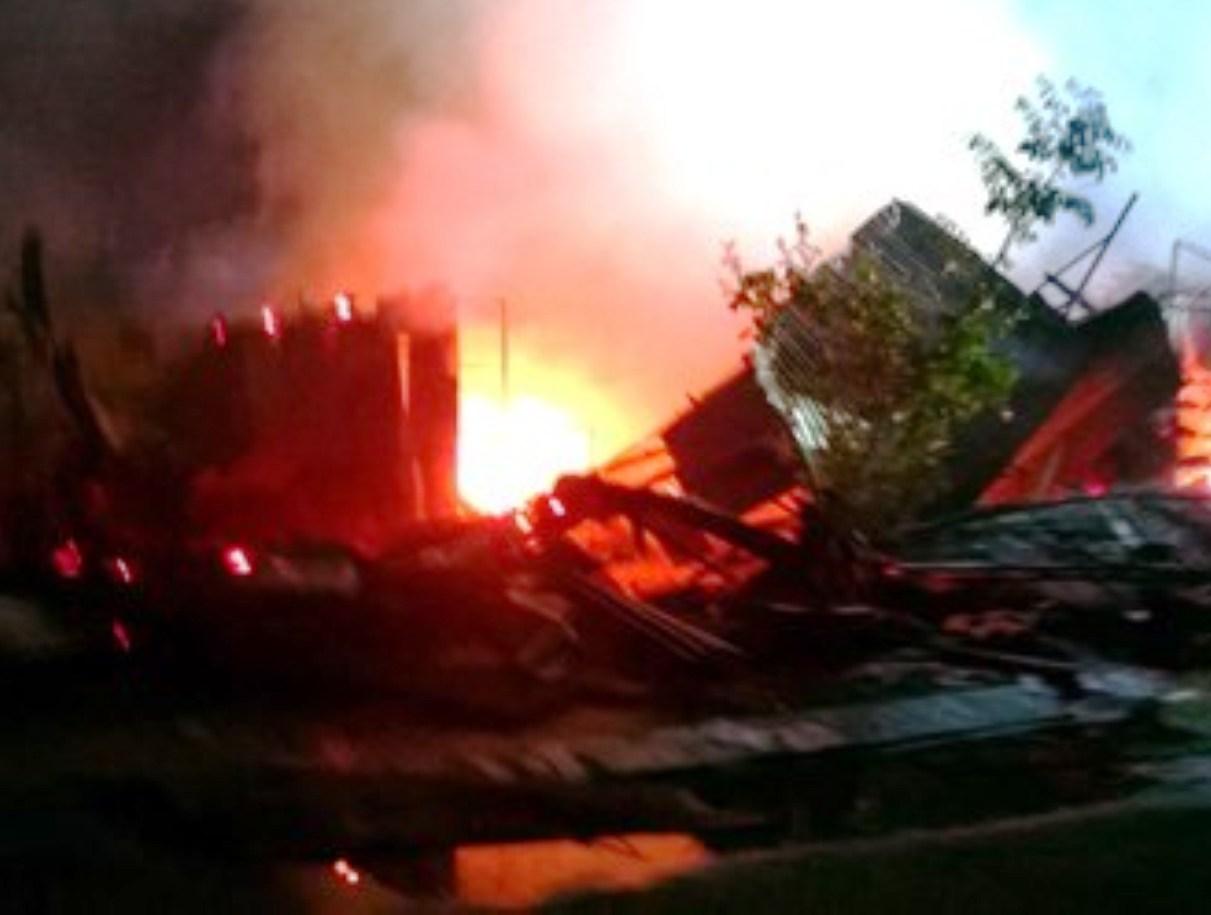 Cháy chợ, 14 căn nhà bị thiêu rụi