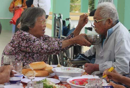 Mâm cơm Tất niên nghẹn ngào của bệnh nhân phong