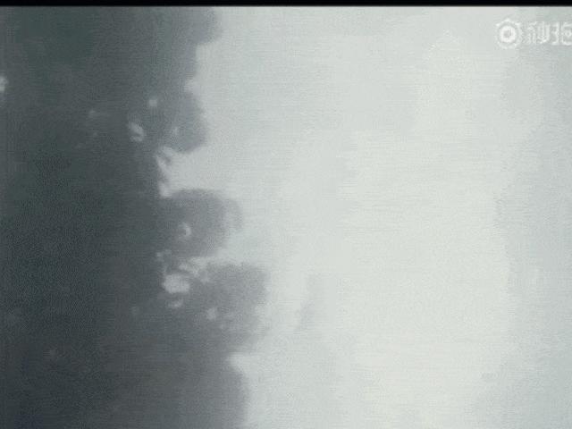 Dương Mịch bị dìm đầu xuống nước khiến fan cực sốc