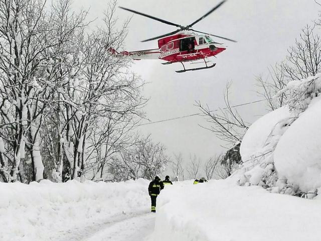 120.000 tấn tuyết đè khách sạn, 9 người sống sót cũng nhờ tuyết