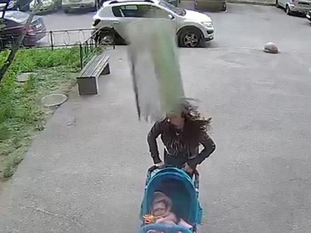 Người mẹ Nga sống sót kì diệu dù bị bê tông rơi vào đầu