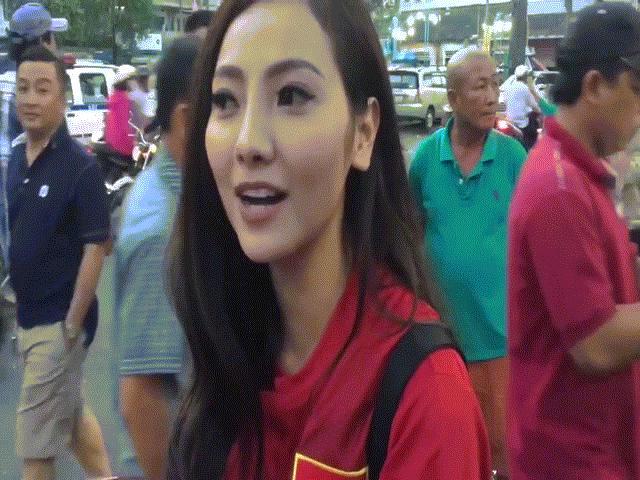 Cô gái bất ngờ nổi tiếng vì cưỡi xế khủng đi cổ vũ Công Phượng