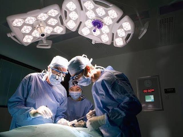 Bác sĩ Nhật Bản thực hiện ca ghép phổi đầu tiên tại Việt Nam