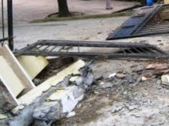 Cổng UBND xã đổ sập, đè chết bé 10 tuổi ở Hải Phòng