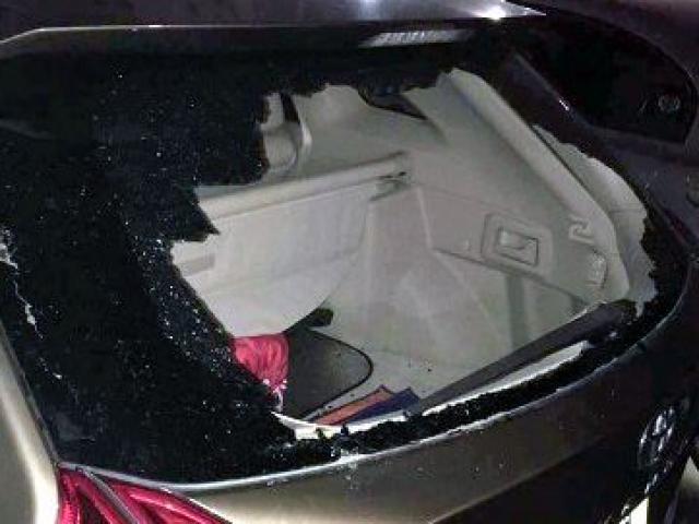 Trộm tài tình, đập kính ô tô mà không gây tiếng động