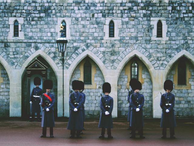 """14 công việc trong gia đình Hoàng gia Anh được trả mức lương """"trên trời"""""""