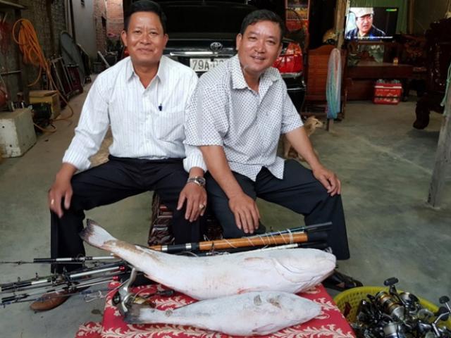 Hai ngư dân quyết định bán cặp cá sủ vàng với giá 1,5 tỷ đồng