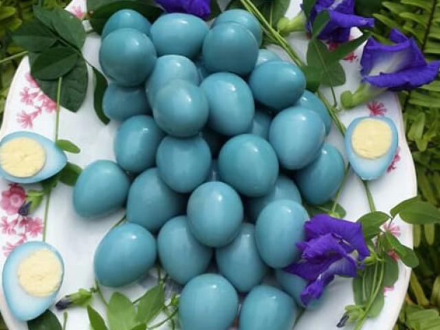 Biến tấu trứng cút thành chùm nho căng mọng đẹp mắt chỉ nhờ nguyên liệu này