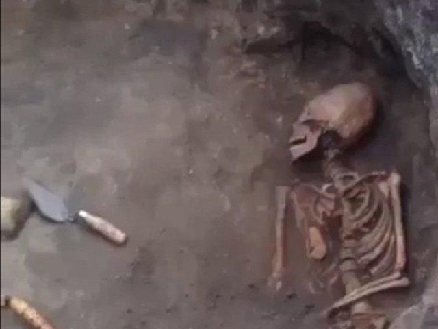 """Phát hiện bộ xương như """"người ngoài hành tinh"""" với hộp sọ hình quả trứng ở Nga"""