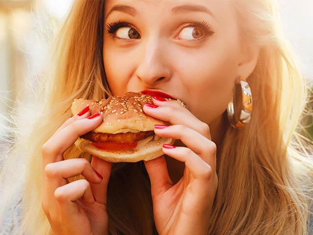 Điều gì sẽ xảy ra với cơ thể sau khi ăn một chiếc Hamburger?