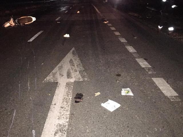 Xe máy kẹp 3 đâm vào ô tô dừng bên đường, 3 thanh niên tử vong