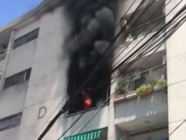 Cháy chung cư ở Sài Gòn, cư dân gào khóc tháo chạy xuống đường