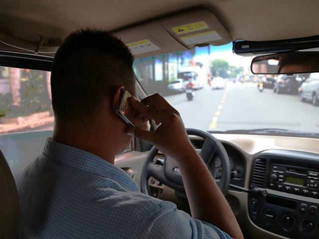 """Nghe cuộc điện thoại, """"quý ông"""" ở Sài Gòn mất 4,5 tỷ đồng"""