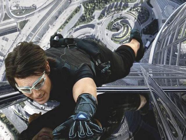 """Những pha hành động điên rồ của Tom Cruise trong """"Điệp vụ bất khả thi"""""""