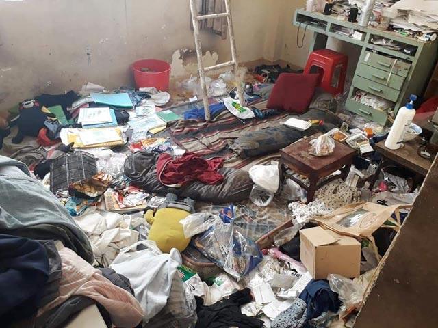 Đi sửa điều hòa, thanh niên sốc khi bước vào căn phòng bẩn như bãi rác