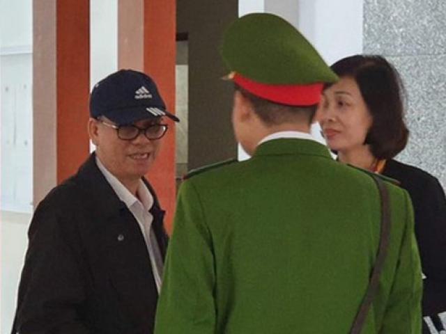 Nguyên chủ tịch Đà Nẵng Trần Văn Minh đeo kính, đội mũ lưỡi trai tới tòa