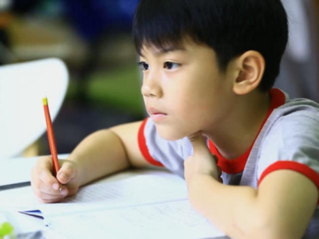 """Thầy cô có nên """"mừng tuổi"""" học sinh bằng cả """"đống"""" bài tập Tết?"""