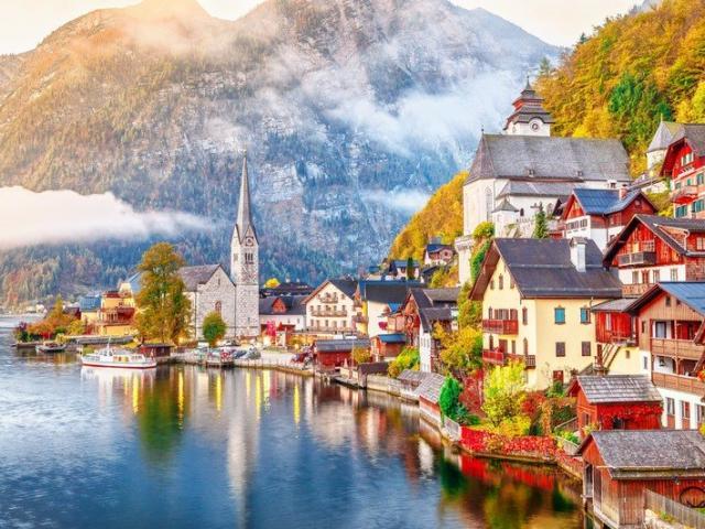 Vì sao ngôi làng đẹp nhất thế giới mong du khách đừng đến