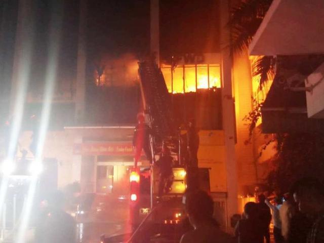 Vụ cháy tòa nhà dầu khí ở Thanh Hóa: Thêm 1 người chết, 3 cảnh sát PCCC nhập viện