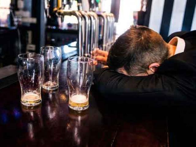 Uống rượu bia nhiều nếu có dấu hiệu sau phải đi khám ung thư gan ngay lập tức
