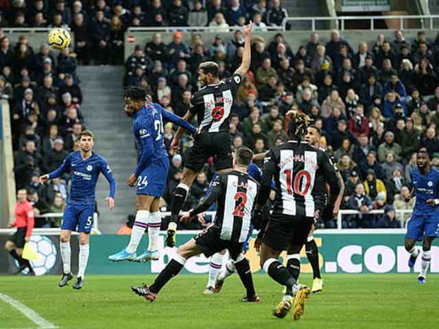 """Video highlight trận Newcastle - Chelsea: """"Xe bus"""" không đổ, vỡ òa phút 90+4"""