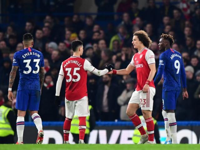 """Arsenal thoát thua trước Chelsea: Fan tức giận, nói gì về """"gián điệp"""" David Luiz?"""