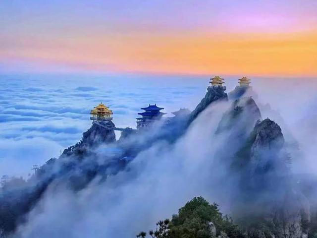 Những ngôi đền cổ tráng lệ nhất Trung Quốc, được xây trên vách núi cao ngàn mét