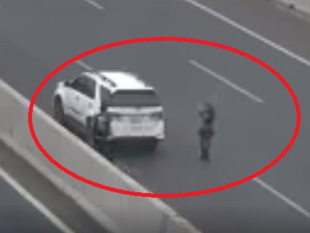 Dừng xe chụp ảnh trên cao tốc, nữ tài xế bị phạt 7 triệu đồng