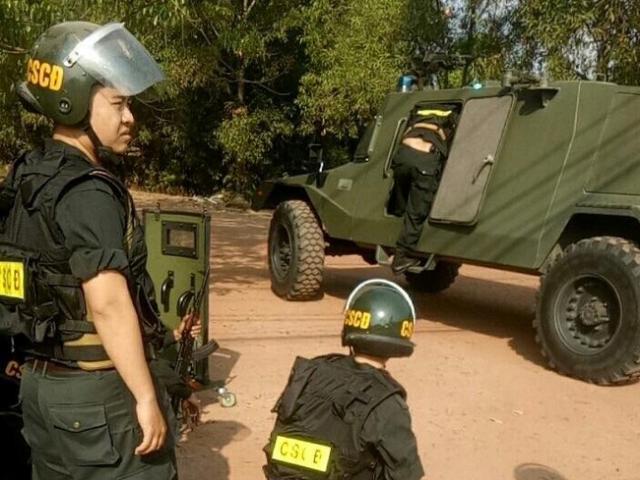 500 cảnh sát siết vòng vây, được tiêu diệt nếu chống trả