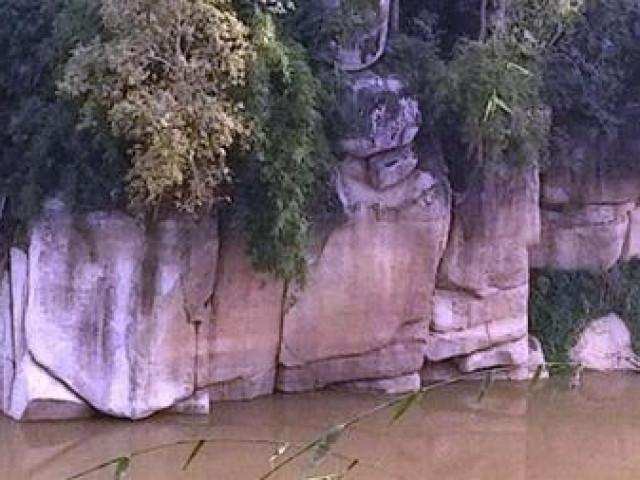 Giải thiêng lời nguyền từ tảng đá bướu cổ