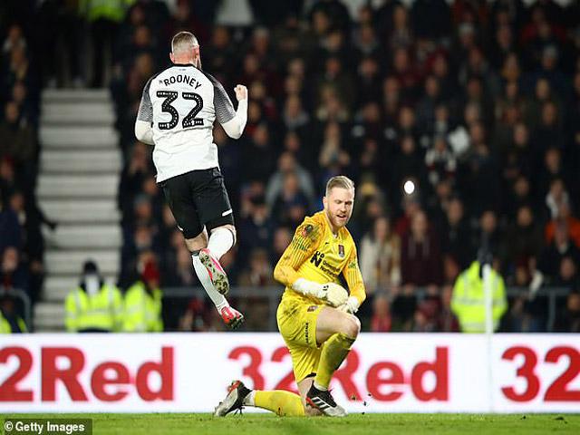 """Rooney tiếp tục """"nổ súng"""": Có cơ hội trở lại MU hay không?"""