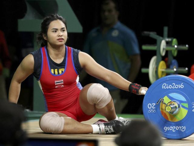 """VĐV thú tội, """"sếp"""" đua nhau từ chức: Cử tạ Thái Lan """"hấp hối"""" vì doping"""
