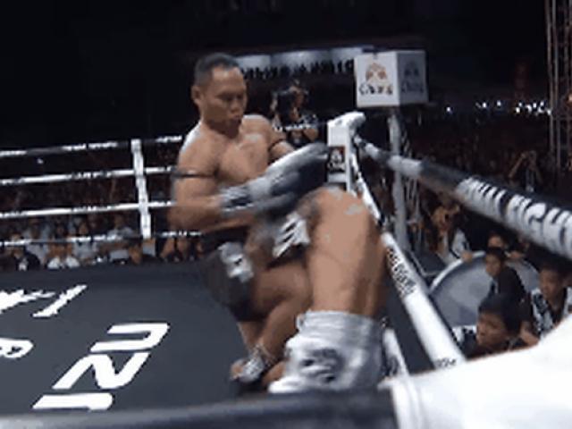 """""""Vua Muay Thái"""" đánh cao thủ """"vỡ mặt"""": 6 năm thắng liền 53 trận"""