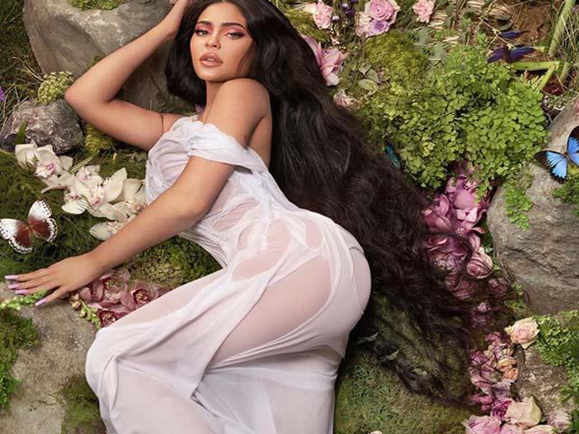 Nữ tỷ phú trẻ nhất thế giới, mỹ nhân siêu vòng 3... chuộng mốt váy ướt