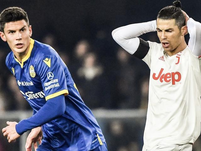 Ronaldo lập siêu kỷ lục: HLV Juventus cáu vì thua ngược, nhận tin cực dữ