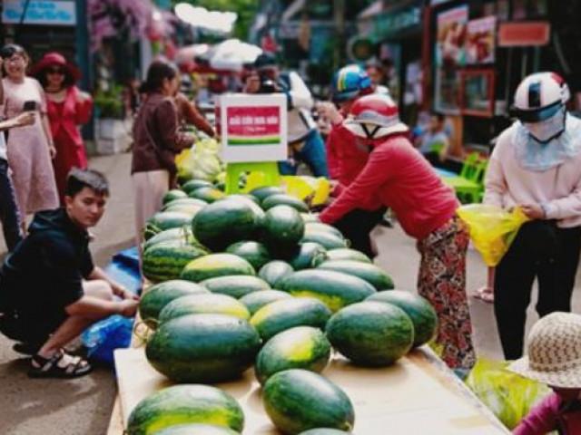 Cách giải cứu dưa hấu hiếm thấy ở Đắk Lắk: Lấy tùy thích, tiền tùy tâm