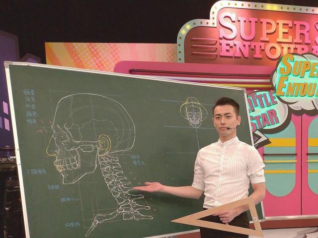 Thầy giáo soái ca nổi như cồn trên mạng nhờ khả năng minh họa cơ thể người bằng phấn cực đỉnh