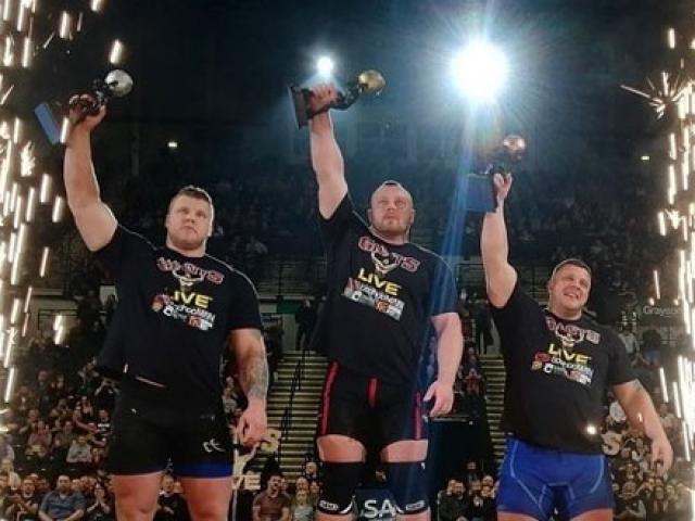 Lực sĩ 141kg vô địch sức mạnh: Kéo 44 tấn, ăn gấp 2.000 người thường