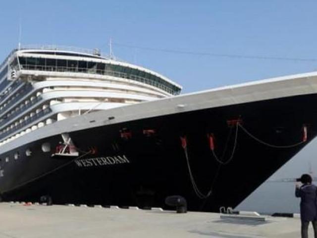 """Virus corona mới: Liên tục bị hắt hủi, du thuyền """"không biết ngày về"""""""