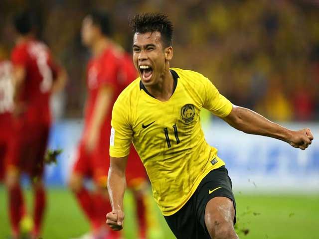 """ĐTVN tranh vé World Cup: """"Salah Malaysia"""" sút phạt siêu đẳng đe dọa Đặng Văn Lâm"""