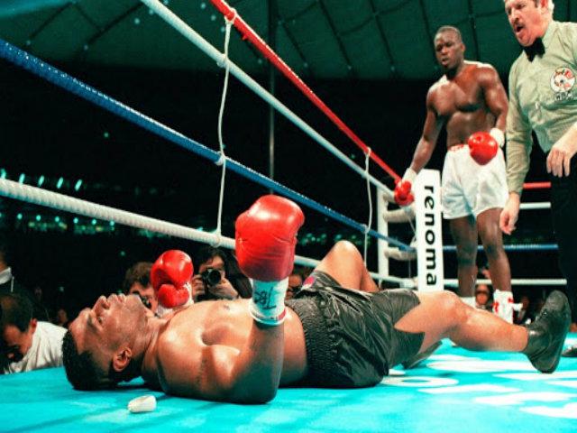 """30 năm chấn động làng boxing: """"Chiến thần"""" Mike Tyson lụi tàn như thế nào?"""