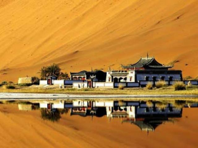 Ngôi đền cô đơn nhất TQ, nằm sâu trong sa mạc và chỉ có đúng 1 người bảo vệ