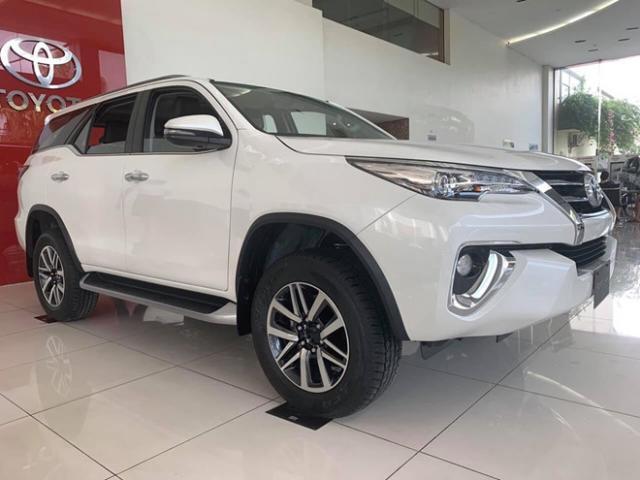 Mua Toyota Fortuner, giá lăn bánh bao nhiêu?