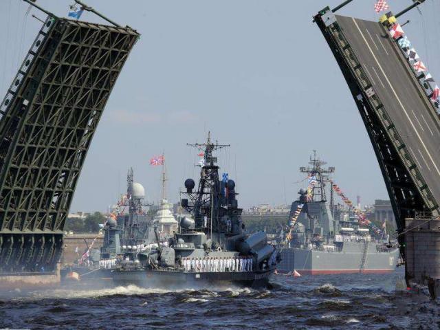 Chiến hạm tàng hình mới nhất của Nga phô diễn sức mạnh trên biển
