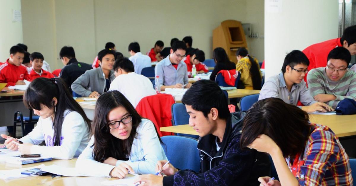 Đại học nào tiếp tục cho nghỉ, trường nào yêu cầu sinh viên học lại từ 2/3
