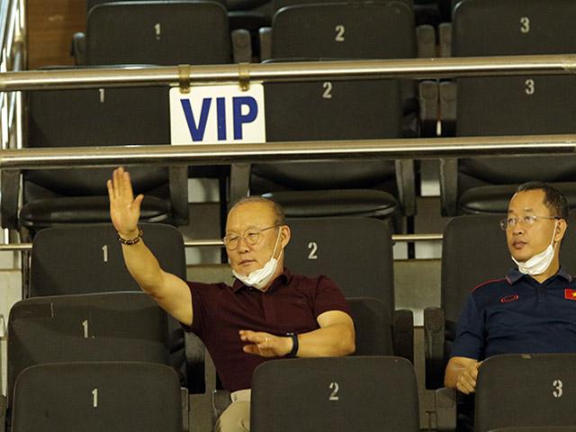 Tại sao HLV Park Hang Seo không bắt tay trò cưng Phan Văn Đức?