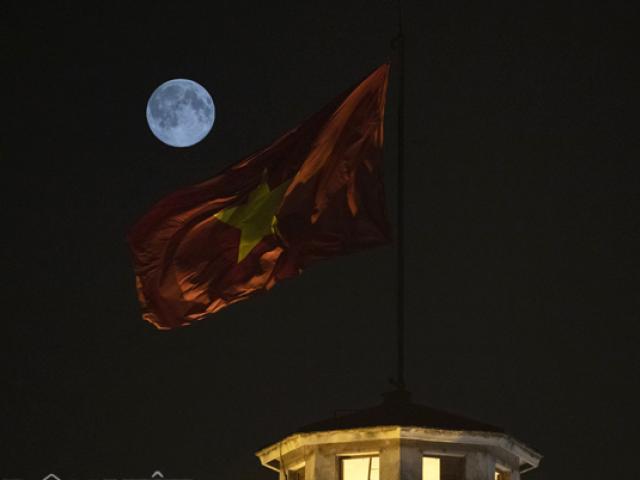 Ngắm siêu trăng ấn tượng trên bầu trời Hà Nội