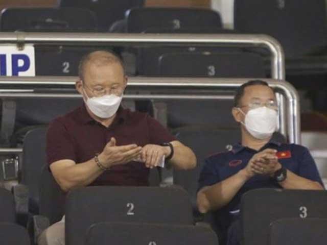 Hoãn vòng loại World Cup, thầy Park mừng hay lo?