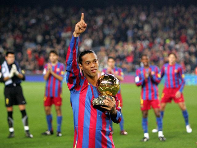 Ronaldinho vĩ đại cỡ nào khiến Messi và tổng thống Brazil ra tay cứu